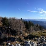 Panorama s Pršivca- ob lepem vremenu se lahko pohodnik naslaja nad daljavami, ki segajo vse od Triglava do Vogla ...