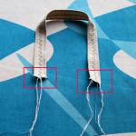 3. Obrobite ročaj in ga po sredini okrasite s cik-cak šivom. Zavozlajte konce sukanca in jih odrežite.