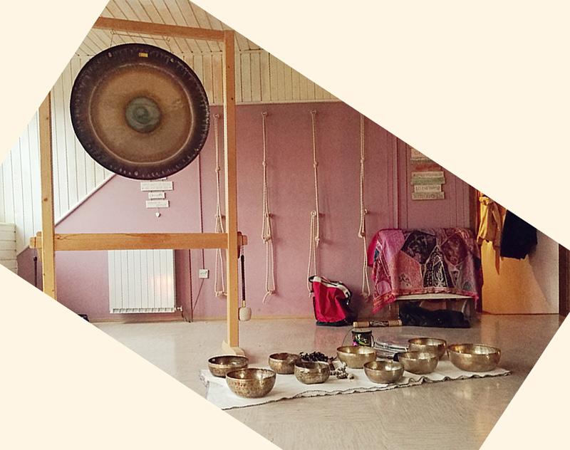 zvočna kopel z gongom in tibetanskimi skledami